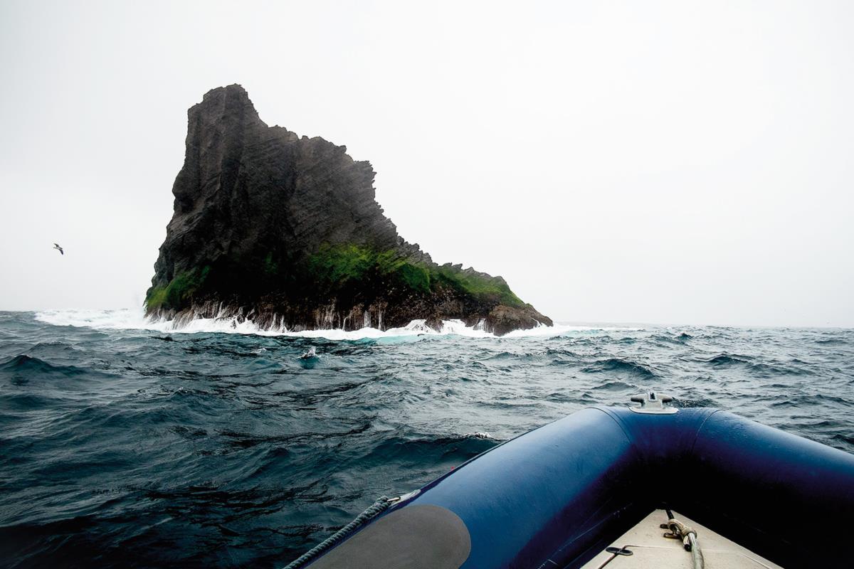 O ilhéu de Monchique, ponto mais ocidental da Europa continental à distância de uns palmos numa viagem de barco à volta da ilha