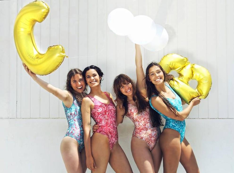 Para já, existem quatro padrões disponíveis e cada fato-de-banho custa 55 euros
