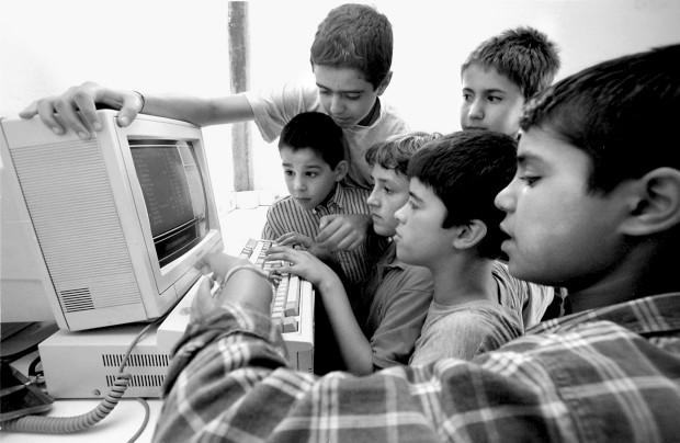 Ensine as crianças a navegar em segurança na Internet