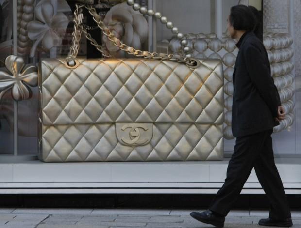 Valor de uma mala Chanel clássica aumentou 70% nos últimos seis anos