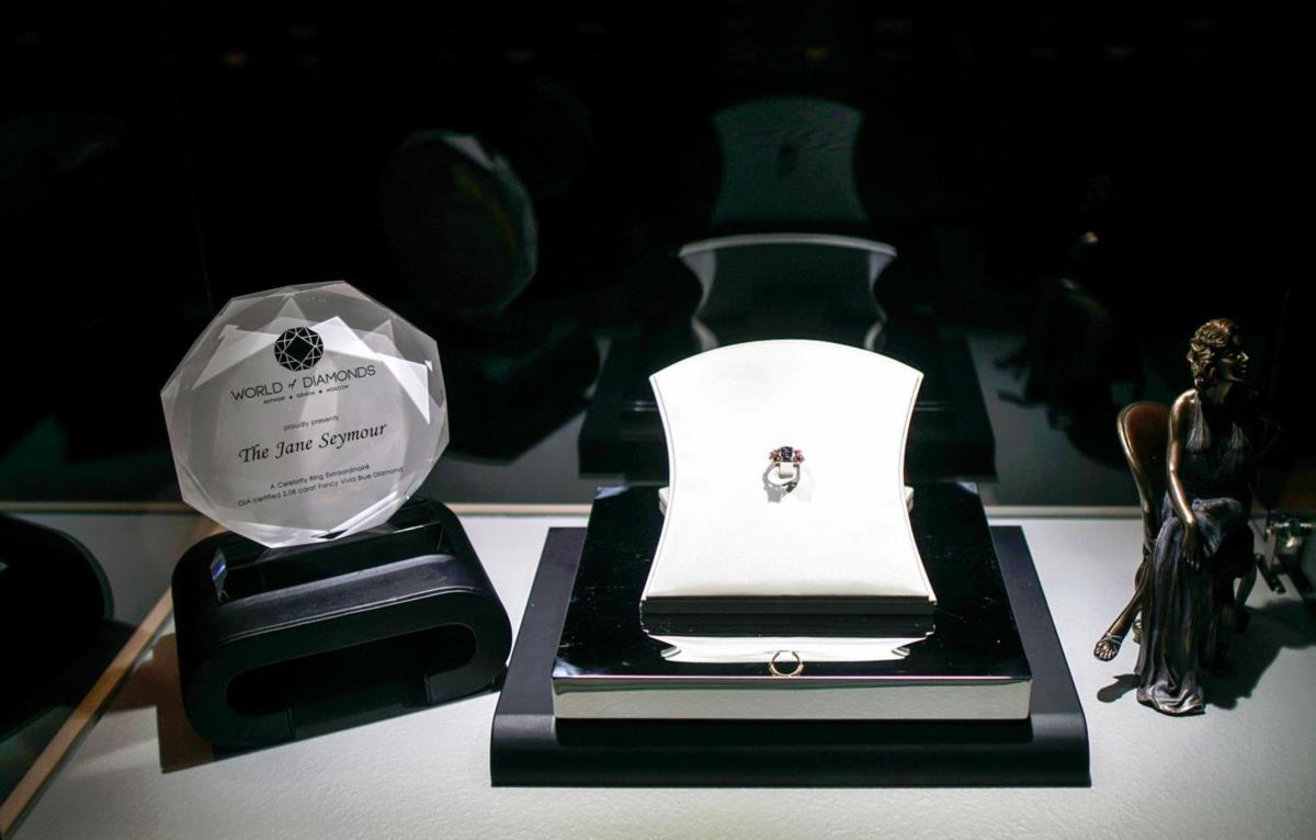 Prato principal: o diamante em exposição no local