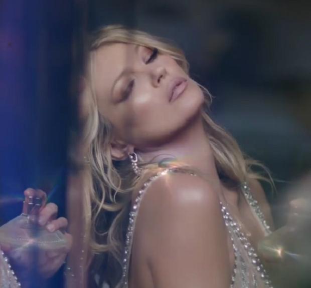 Kate Moss é cara e inspiração do novo perfume de Charlotte Tilbury
