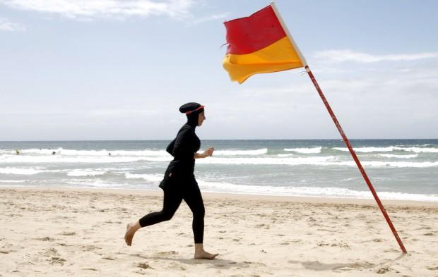 O burkini, fusão de biquíni com burqa, foi criado por Aheda Zanetti, em 2003, que fundou a marca Ahiida