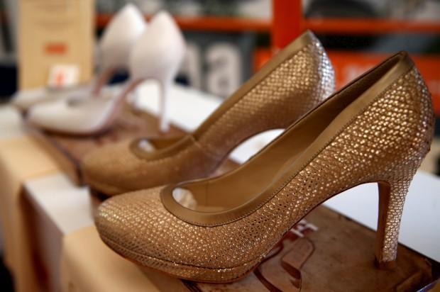 Um dos pares de sapatos que vai ser oferecido à mulher de Donald Trump.