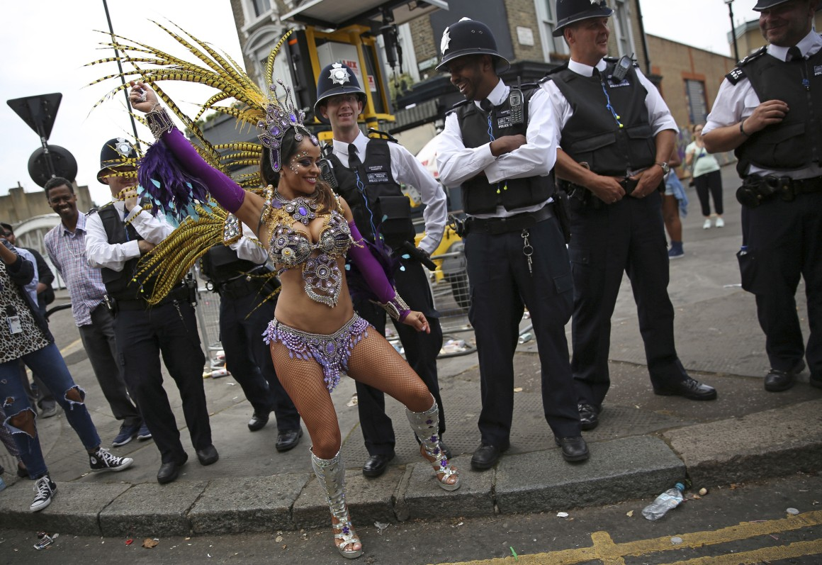 Em Londres, Carnaval em Agosto