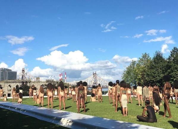 Em mais um desfile de neutros, as modelos de Kanye West desmaiaram