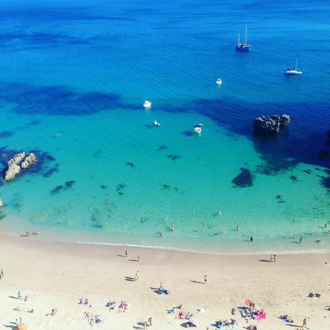 """Nuno Santos (@nunomrsantos) - A praia do Ribeiro do Cavalo é um paraíso escondido em Sesimbra. """"Foram precisos 120 kms para fugir ao"""