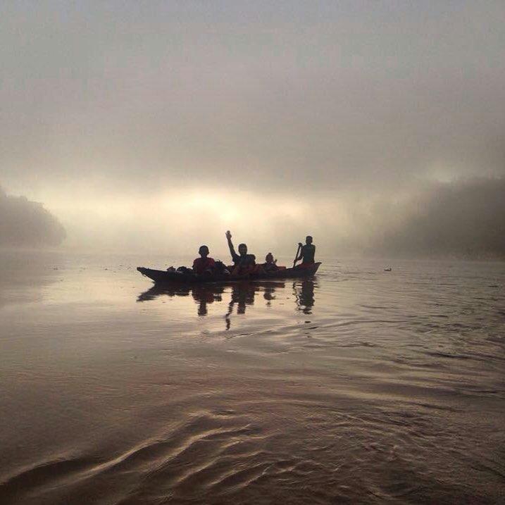 Lígia Martins Gomes (@acrushon___) no rio Tsiribihina, Madagáscar.