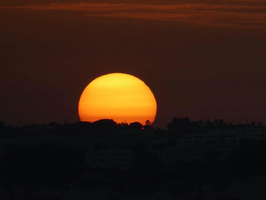 Diogo Palma (@diogo.palma): pôr-do-sol sem filtros na praia dos Salgados.