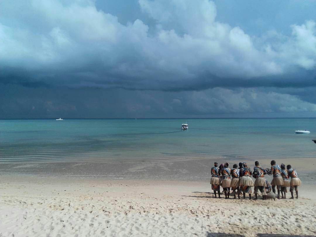 Ricardo e Susana (@bluenomads) são os autores da #fugadoviajante do dia. Dança tradicional de boas-vindas na Ilha de Bazaruto (Moçambique). A história desta imagem contada pelo casal Ricardo e Susana: