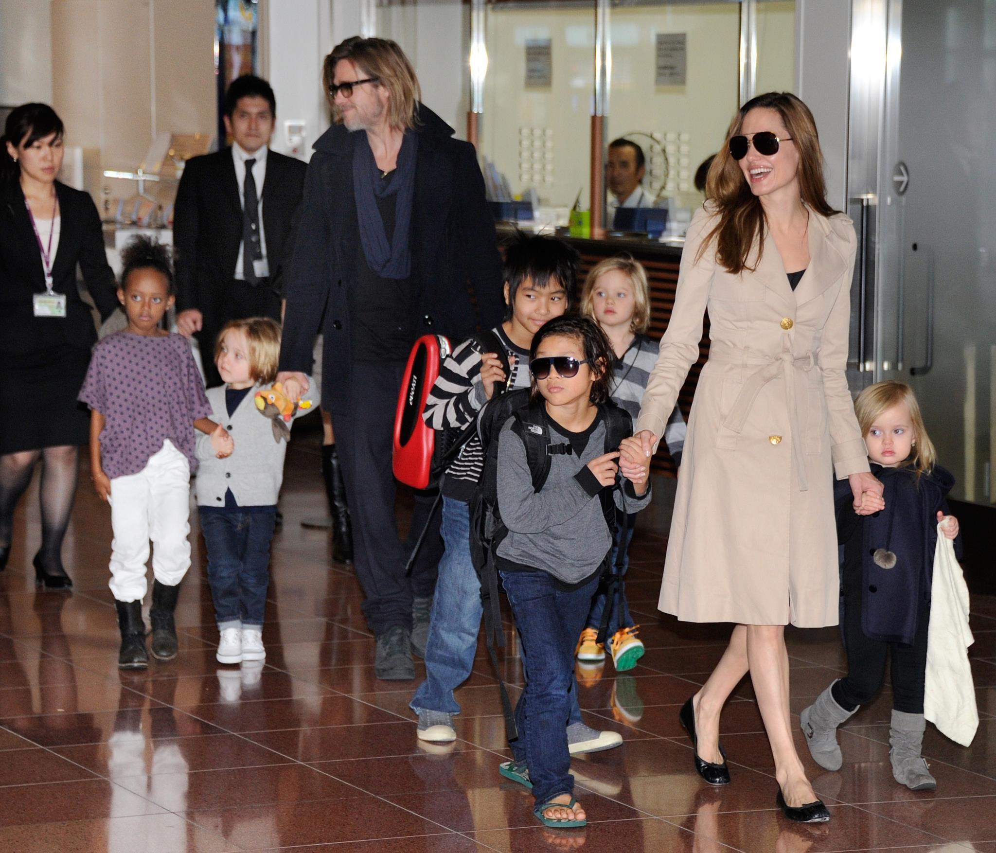 O agora ex-casal com os seis filhos