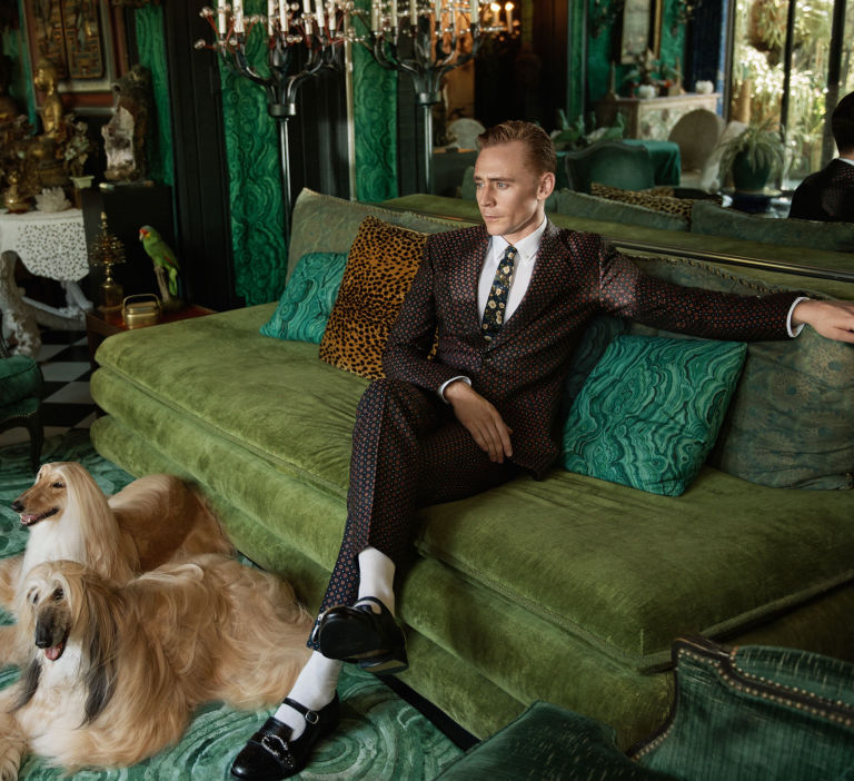 Tom Hiddleston posa para a Gucci