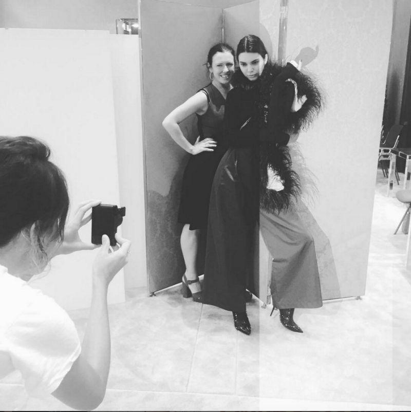 Kendall Jenner está à procura do próximo grande modelo para a revista Love