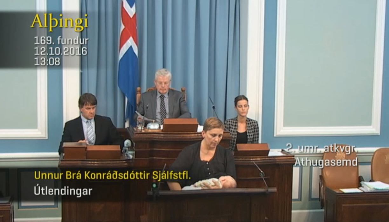 O momento foi captado em directo pelas televisões islandesas