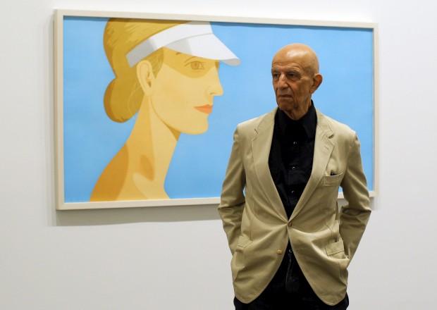 Alex Katz em 2012 com a pintura