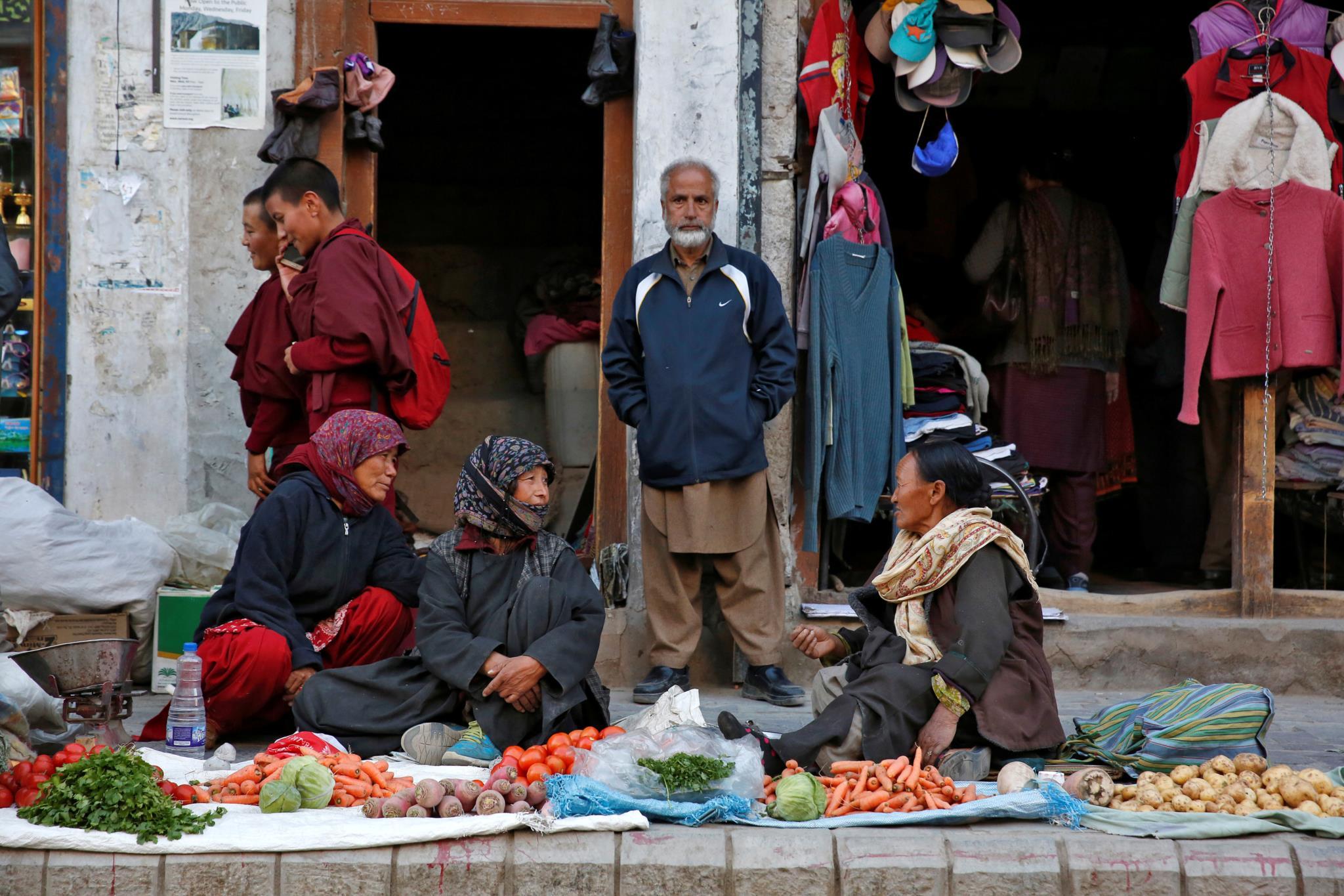 Vendedores de verduras nas ruas da cidade