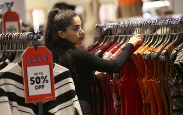Comprar roupa barata fica caro ao ambiente (e não só)