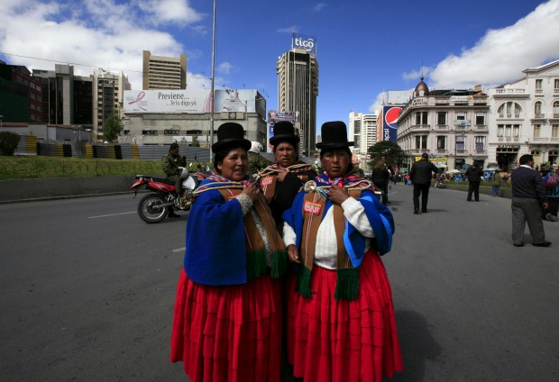 "As ""cholitas"" bolivianas à conquista do mundo da moda"