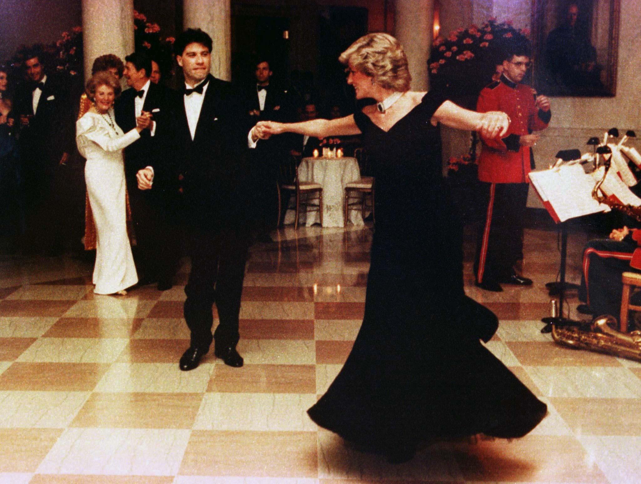 Os vestidos mais icónicos da princesa Diana para ver em Londres