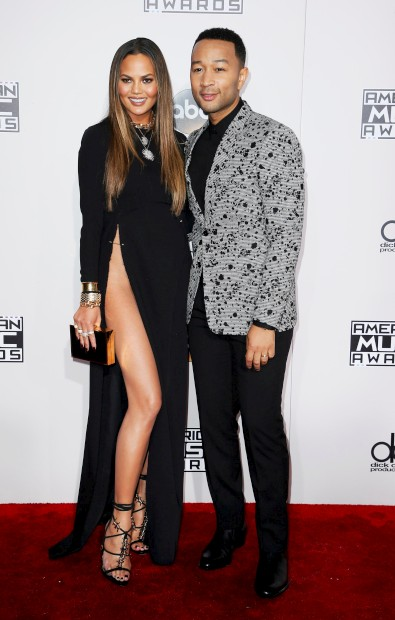 A modelo Chrissy Teigen e o marido John Legend