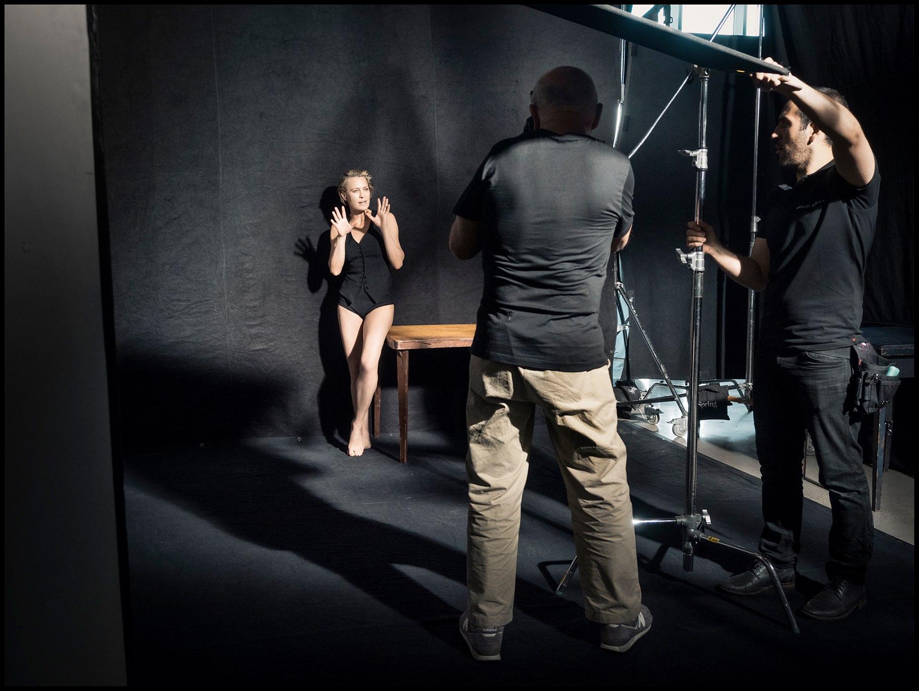 A actriz Robin Wright nos bastidores da sessão fotográfica com Peter Lindbergh