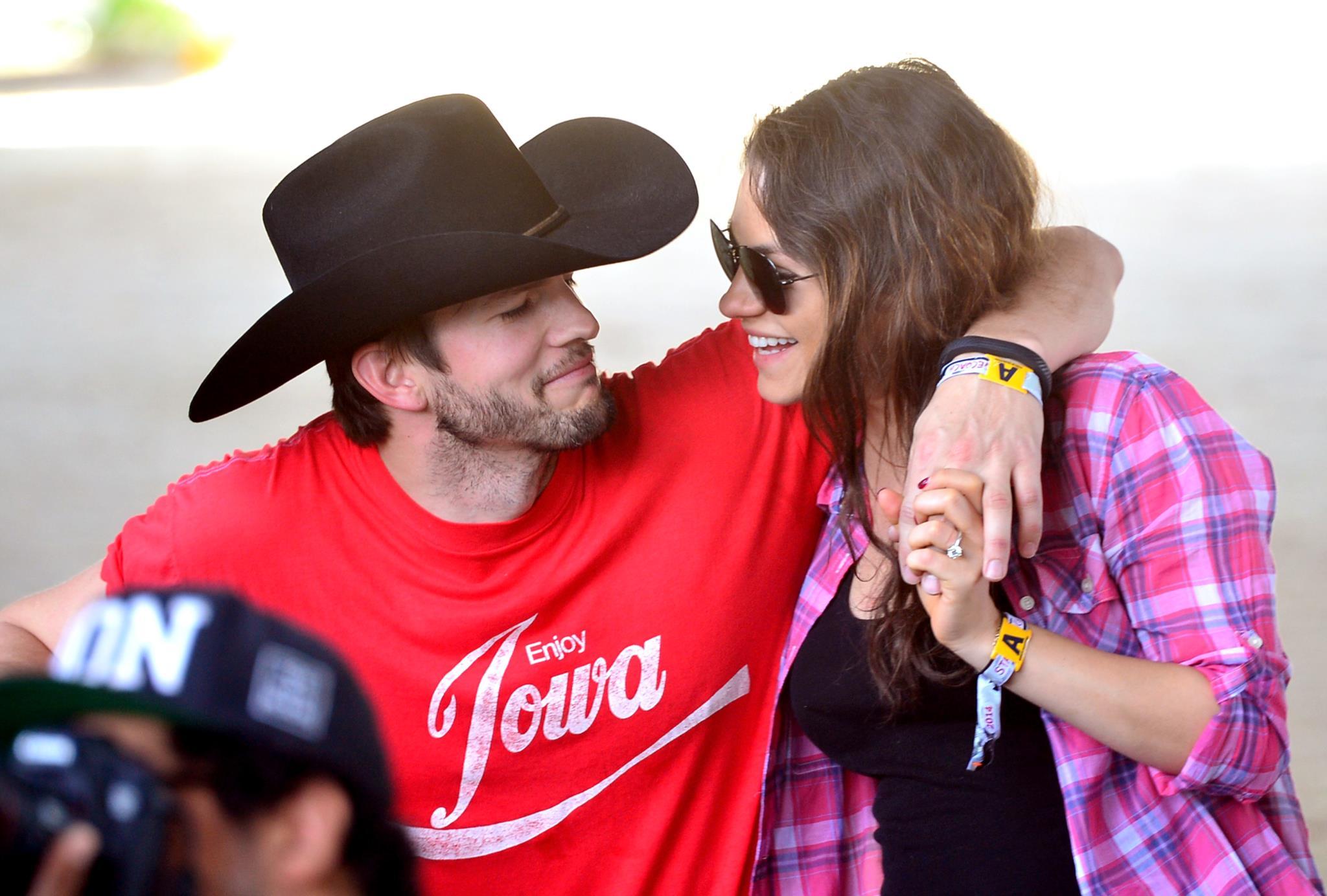 Mila Kunis e Ashton Kutcher foram pais de um menino