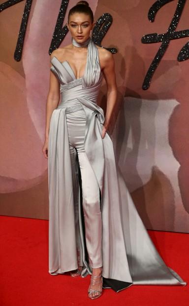 A modelo Gigi Hadid, em Atelier Versace