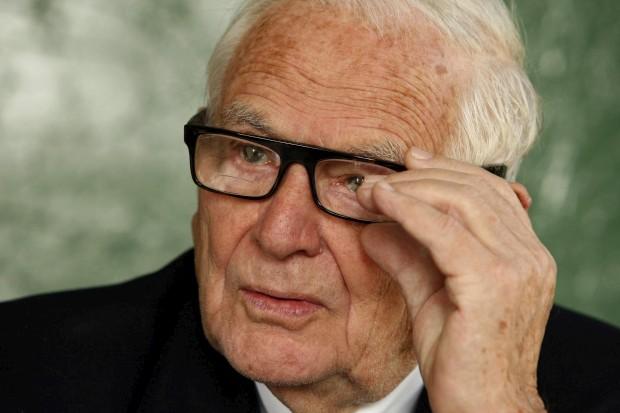 Aos 94 anos, Pierre Cardin tem dificuldades em desfazer-se do seu império