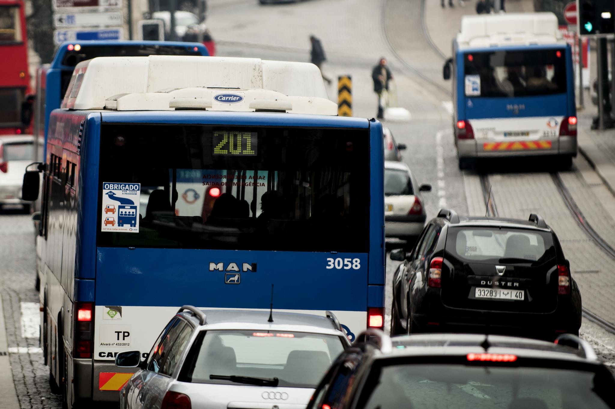Risco de demência é maior para quem vive perto de estradas movimentadas