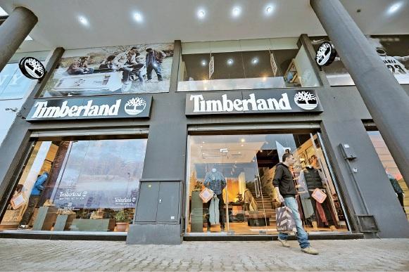Se vai comprar um par de botas ou sapatos Timberland, o melhor é investigar primeiro e calçar depois