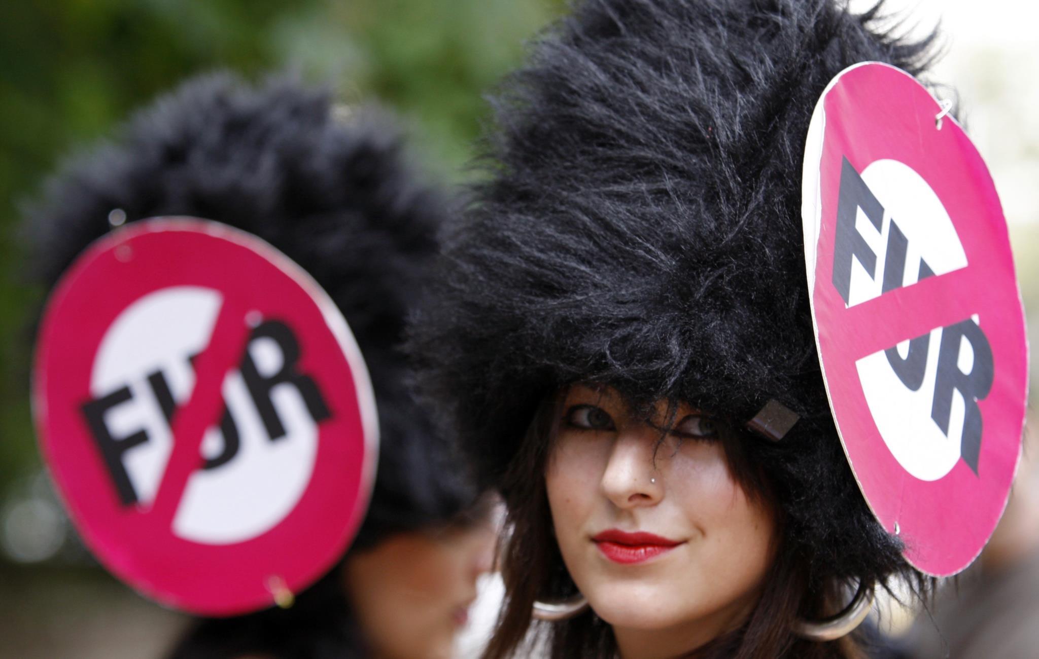 PETA compra acções da Louis Vuitton para a doutrinar sobre uso de peles