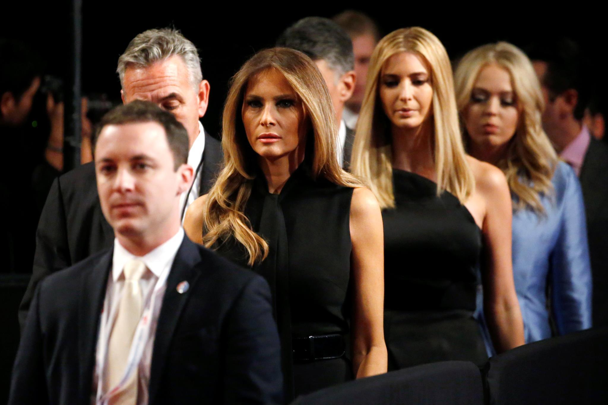 Os criadores de moda devem vestir Melania e Ivanka na tomada de posse?