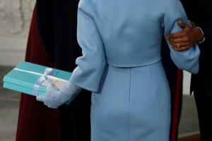 Melania Trump levou uma prenda que ofereceu a Michelle Obama