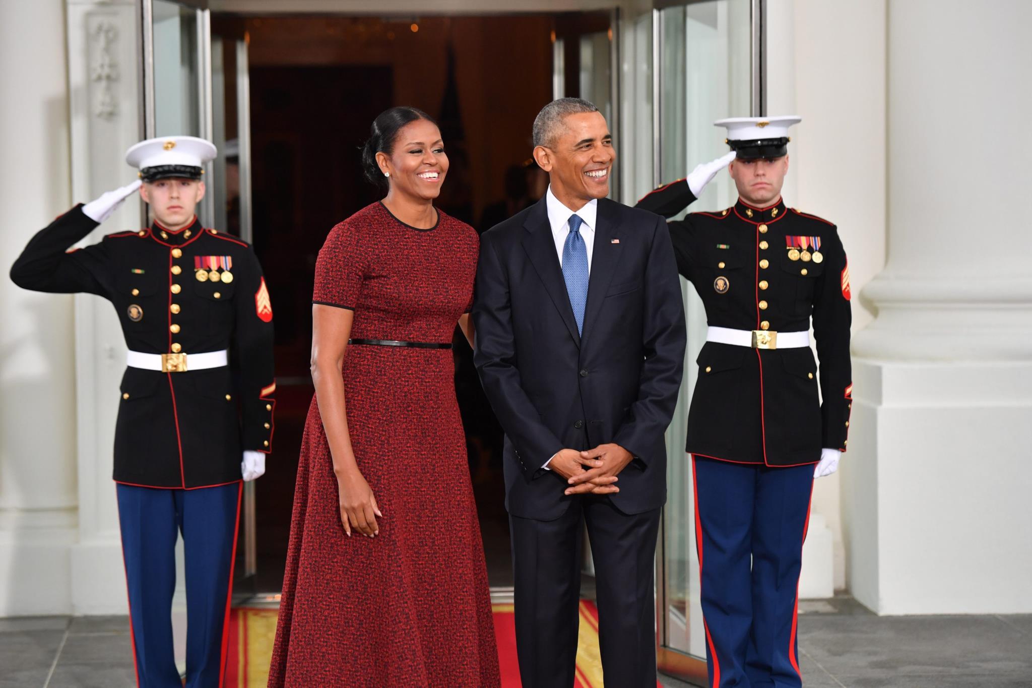 O casal Obama espera o casal Trump para o chá