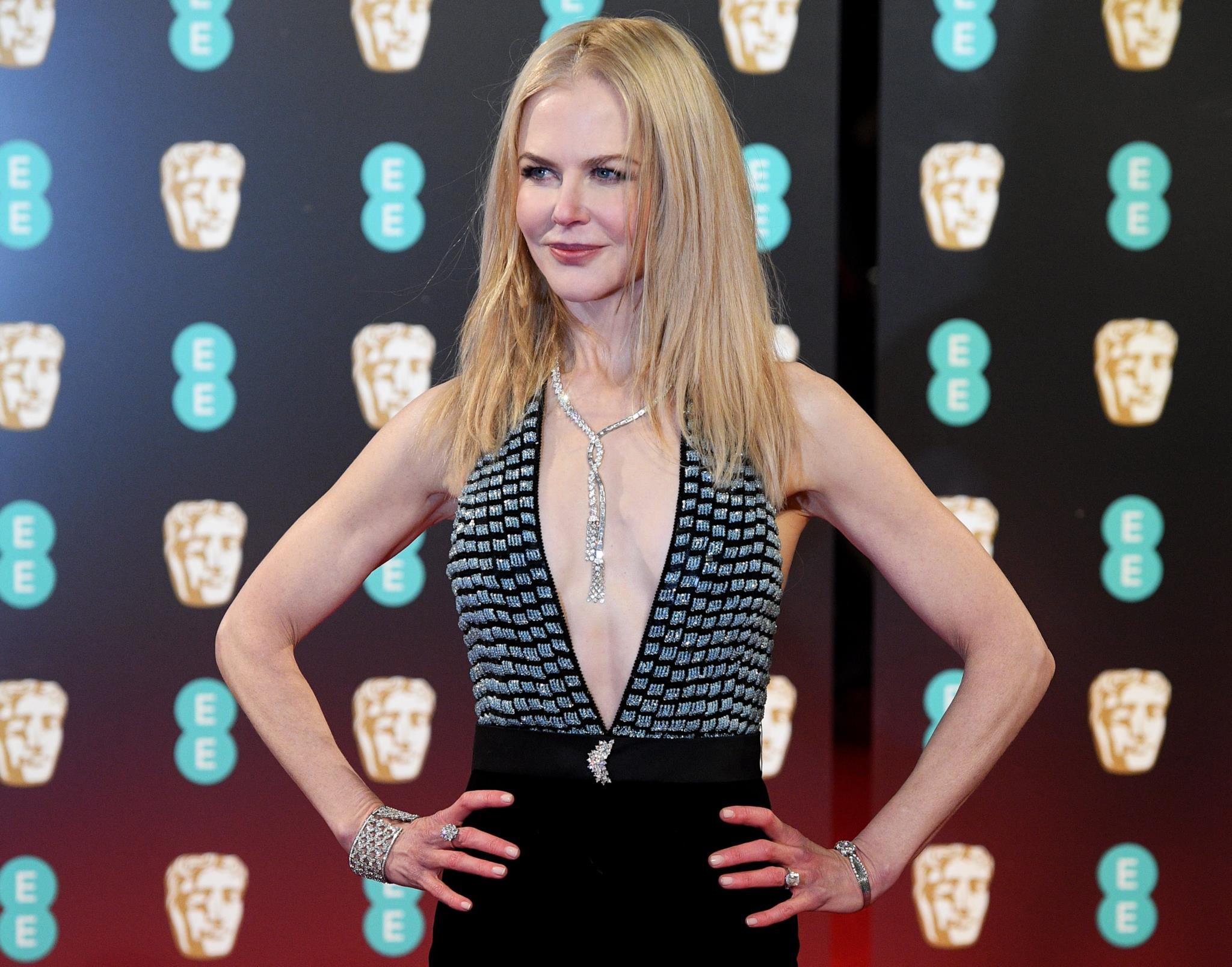 Nicole Kidman com um colar, pulseira, anel e pregadeira de diamantes Harry Winston