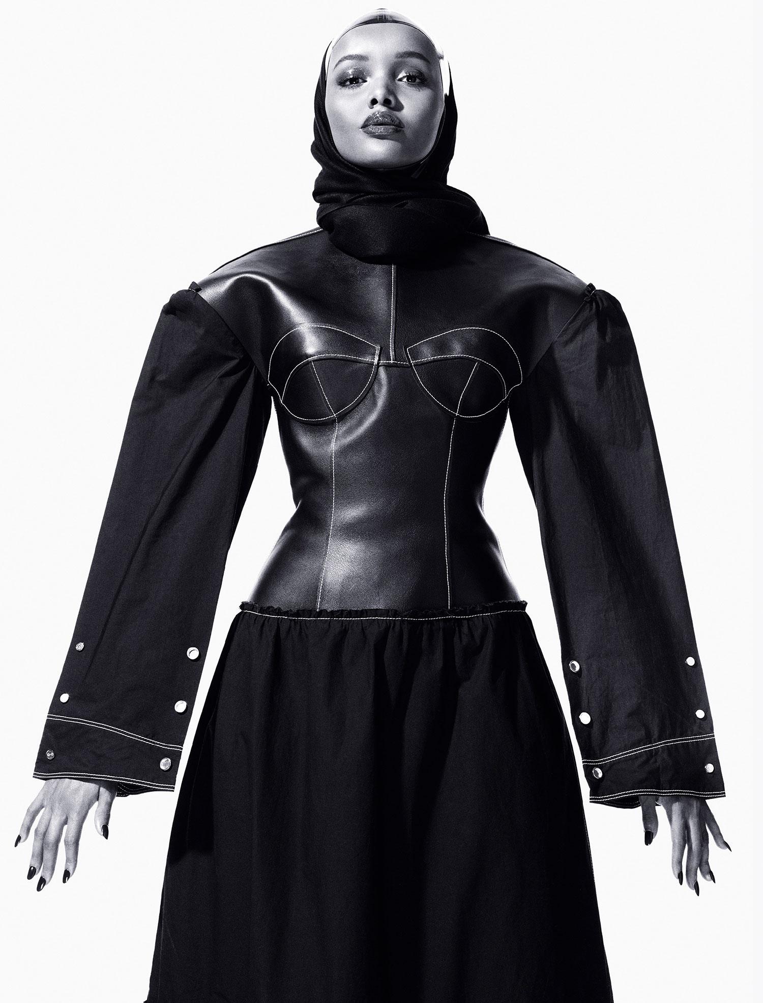 Halima Aden usa hijab na passerelle e foi contratada por uma das maiores agências do mundo
