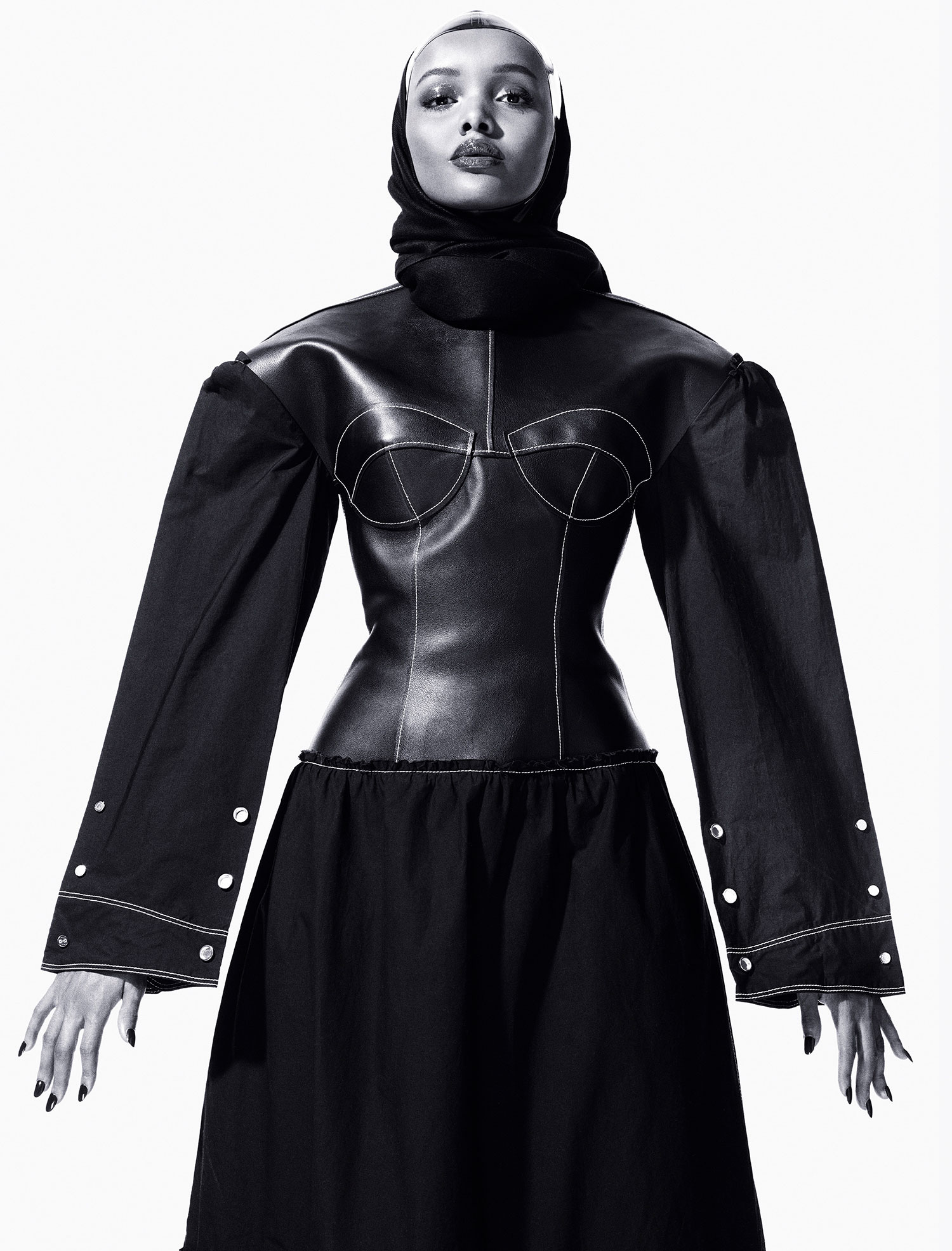 Halima Aden fotografada por Mario Sorrenti para a CR Fashion Book