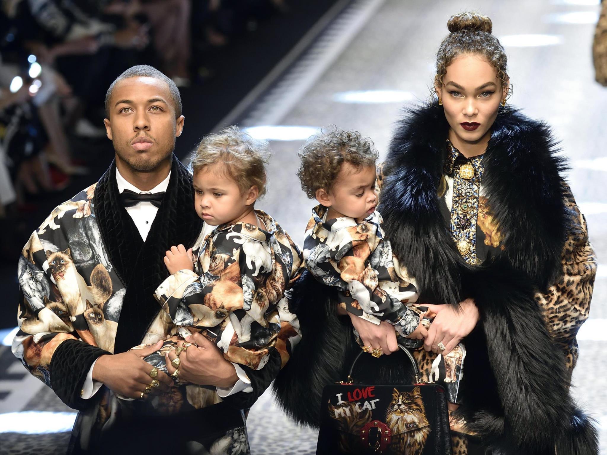 Amanda e Jason Harvey com os filhos Noah e Rose