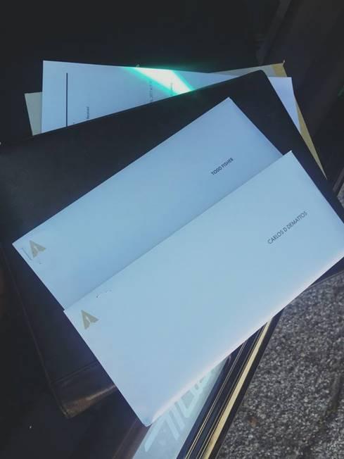 Mattos enviou ao Life&Style uma fotografia dos convites para assistir à cerimónia