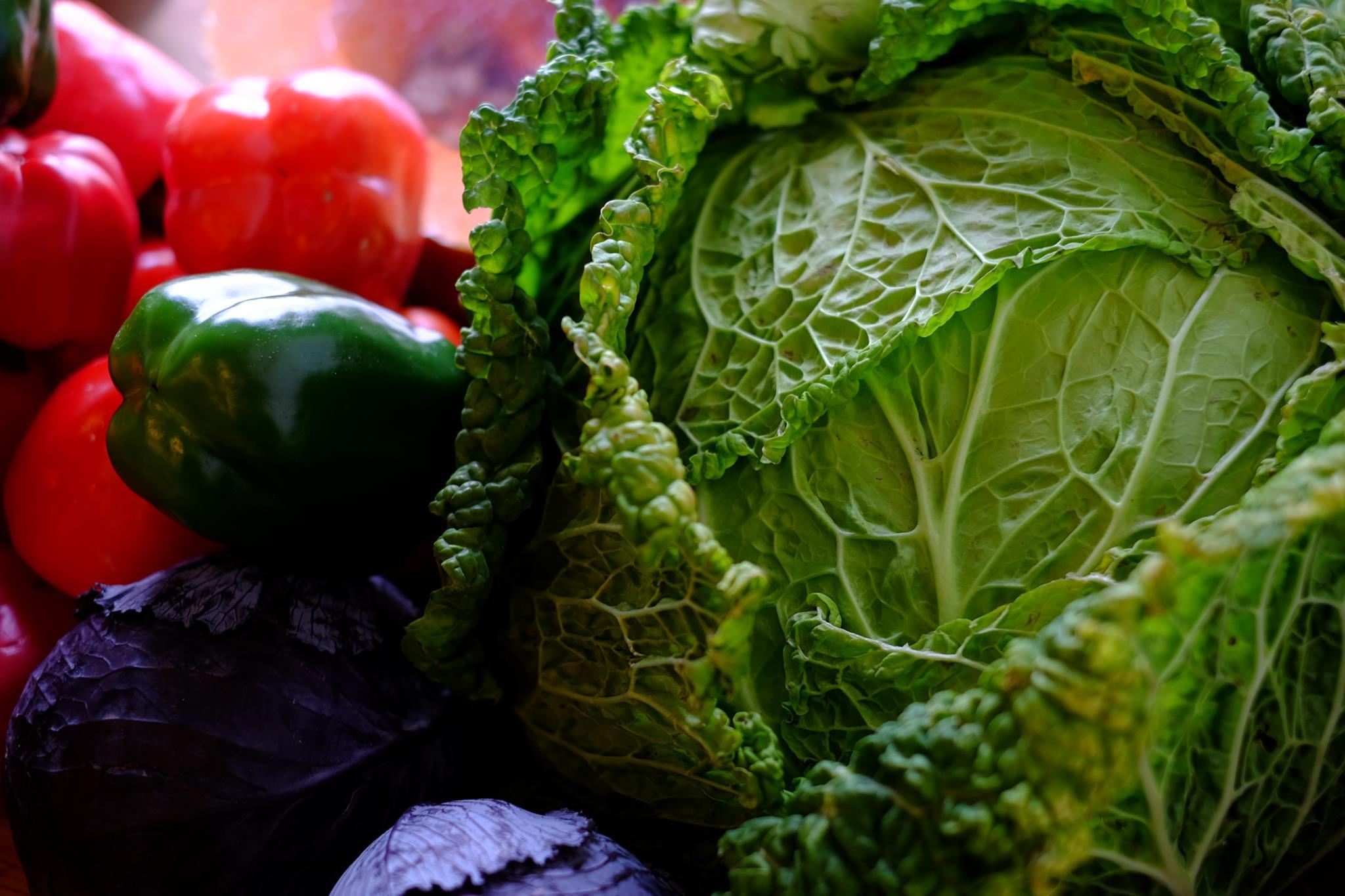É possível perder uns quilos com uma dieta vegan, mas cuidado
