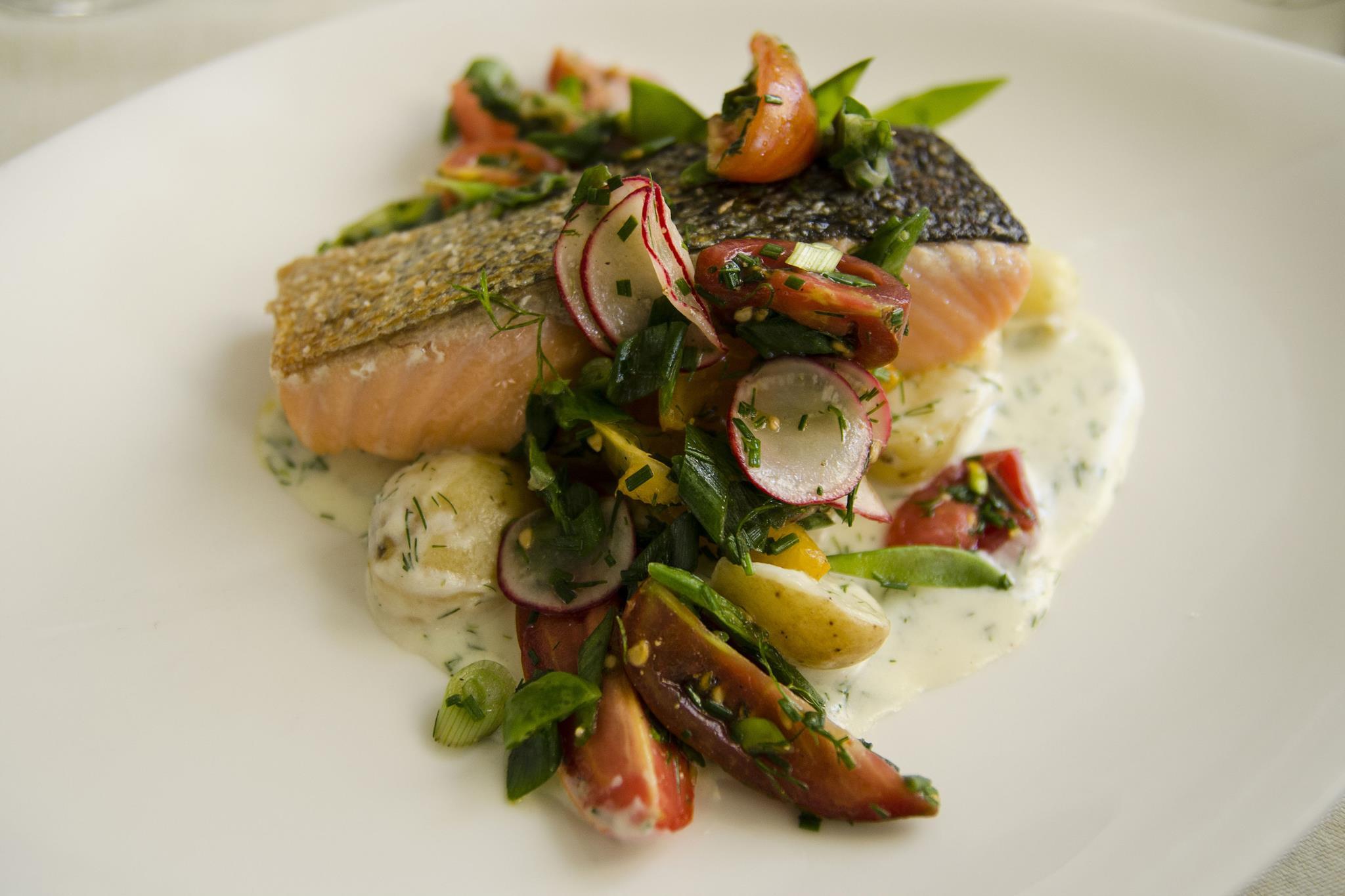 O salmão é um peixe gordo e benéfico para o cérebro