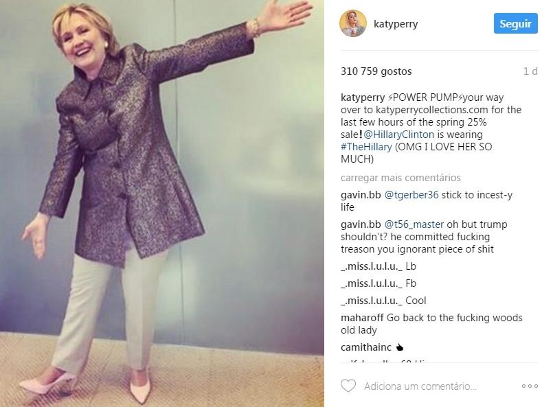 Hillary Clinton exibe os sapatos que Katy Perry lhe dedicou