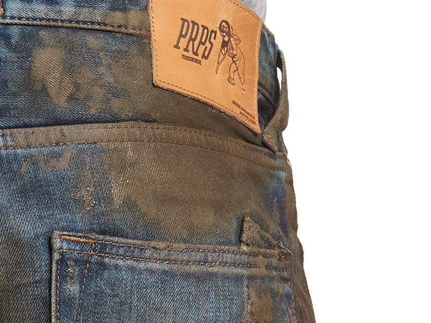 Existe um par de calças lamacentas à venda por mais de 400 euros