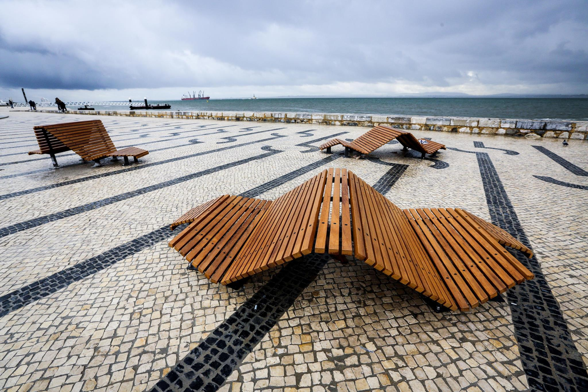 "O Cais do Sodré é agora o ""centro turístico de Lisboa"", define o El País"