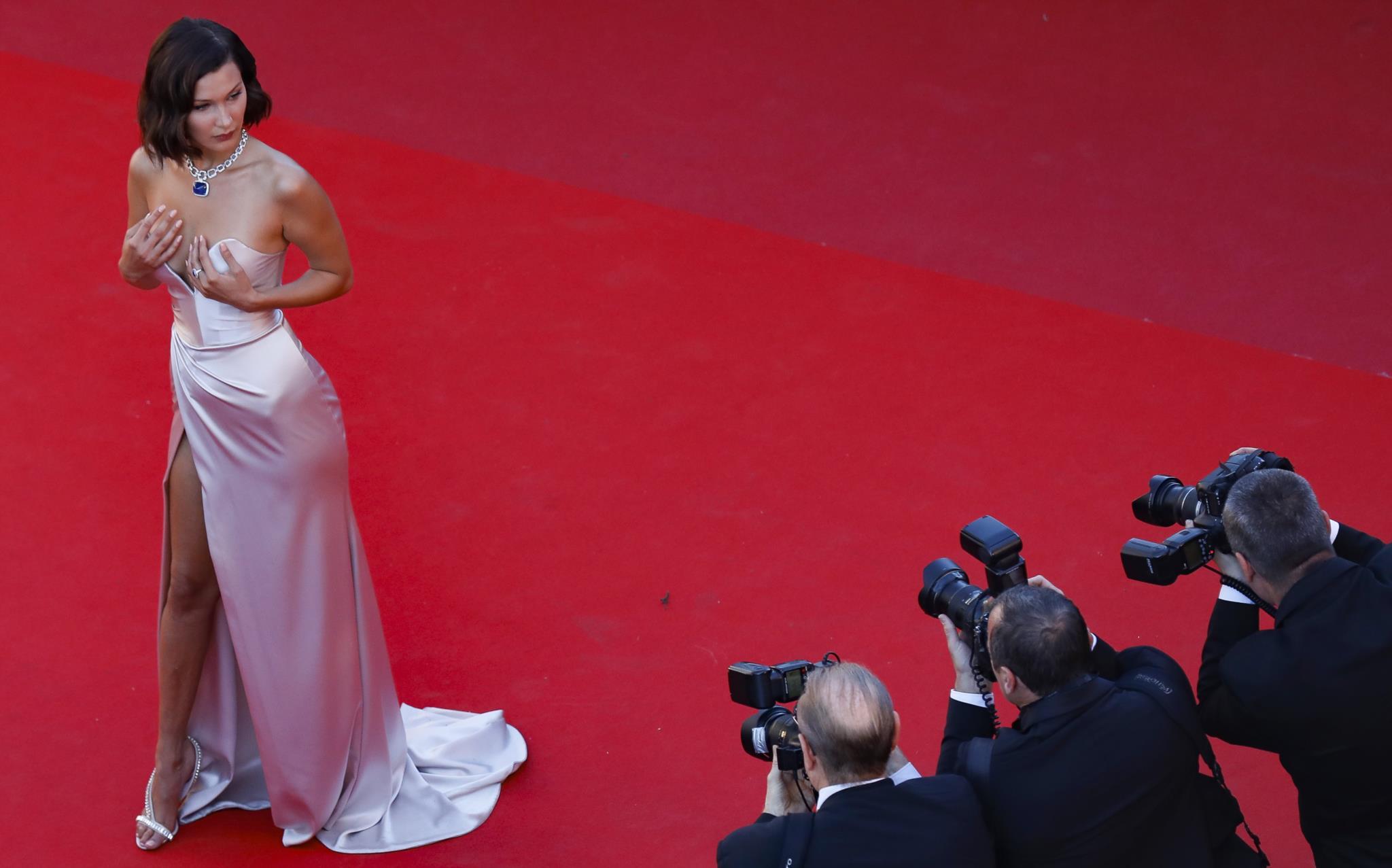 A modelo Bella Hadid, em Alexandre Vauthier
