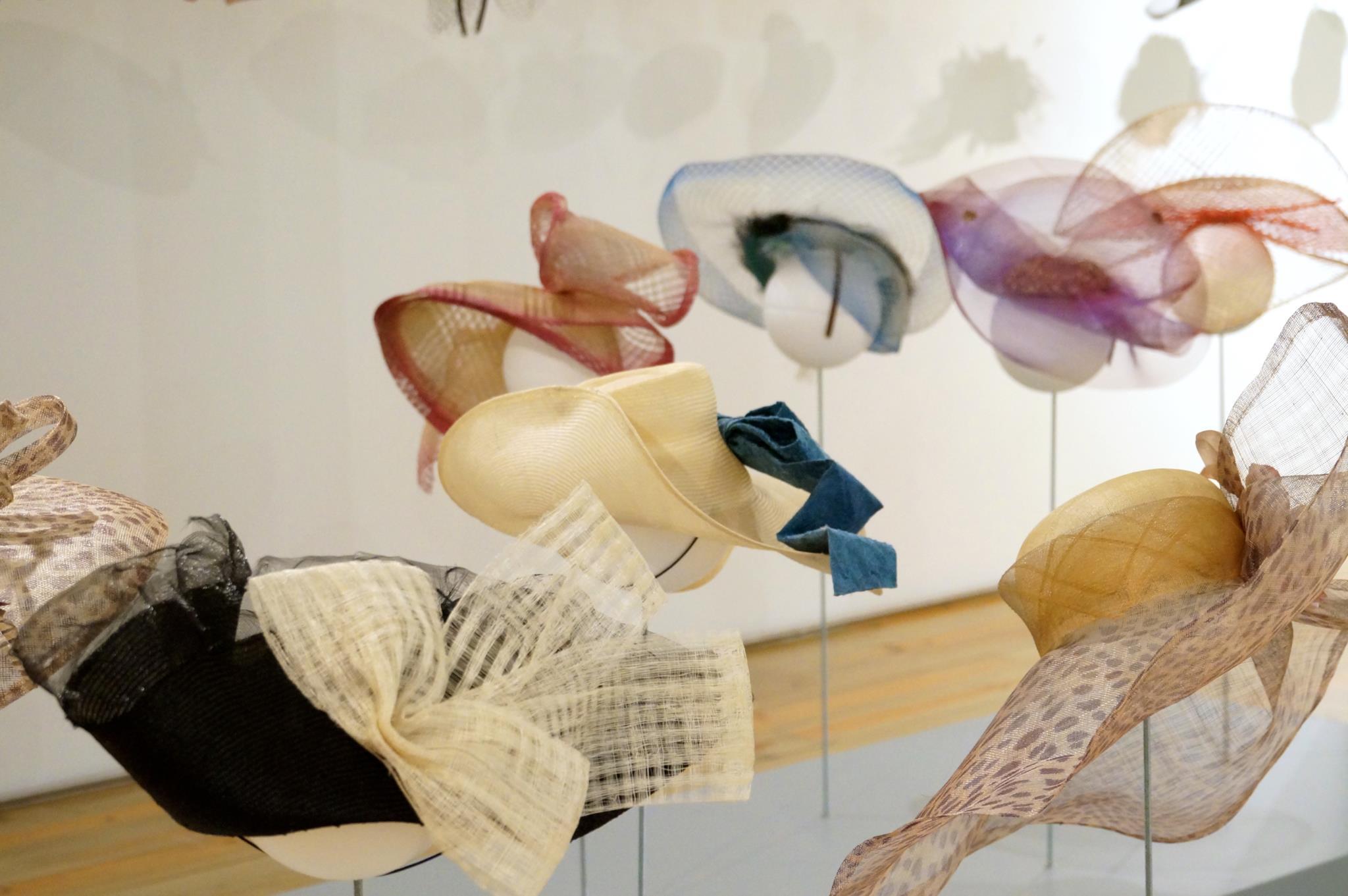 O Museu da Chapelaria recebe as peças da dupla criativa Pablo y Mayaya
