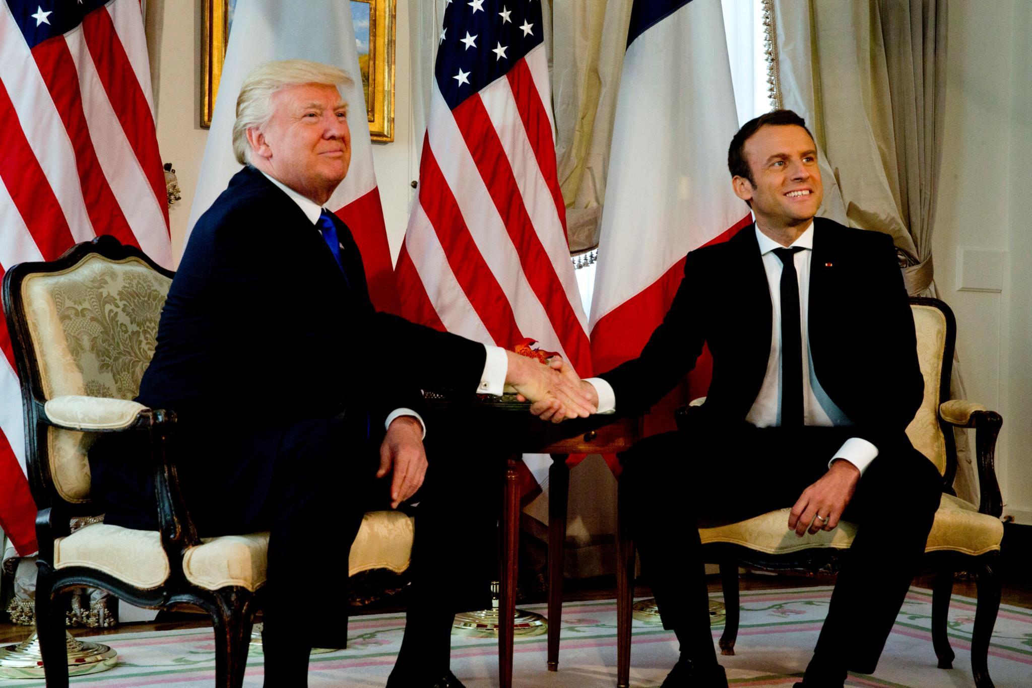 Emmanuel Macron vence Trump na sua própria batalha: os TrumpShakes