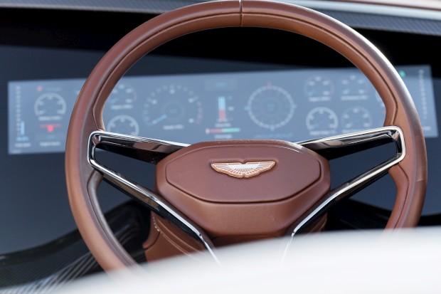 AM37 Quintessence Yachts/Aston Martin