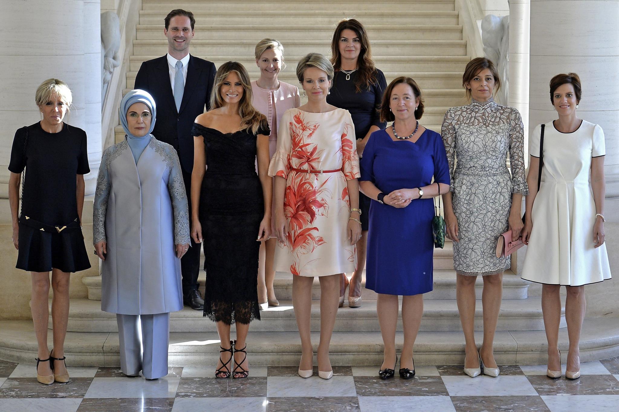 O que faz um homem no meio das primeiras-damas?