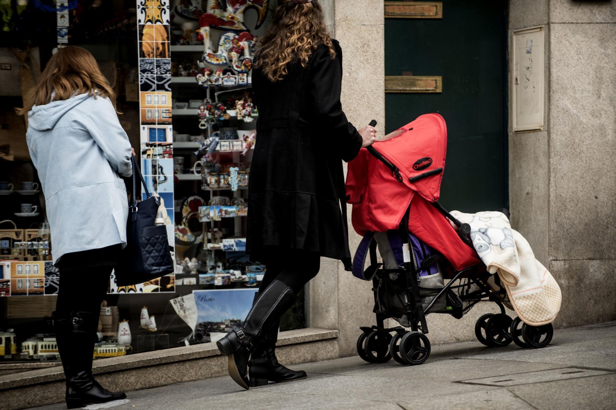 Número médio de filhos por mulher volta a subir em 2016
